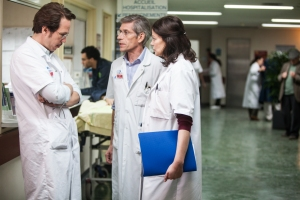 Reda Kateb, Jacques Gamblin et Marianne Denicourt dans l'enfer blanc de l'hôpital.